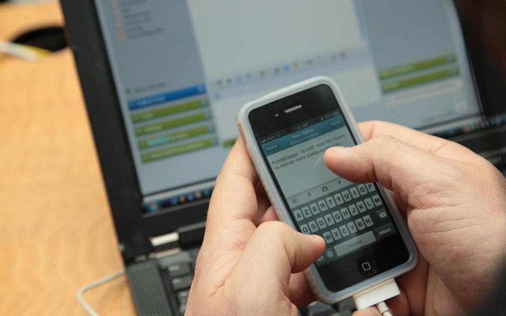 La tecnología digital abre numerosos interrogantes sobre la protección del derecho a la intimidad.