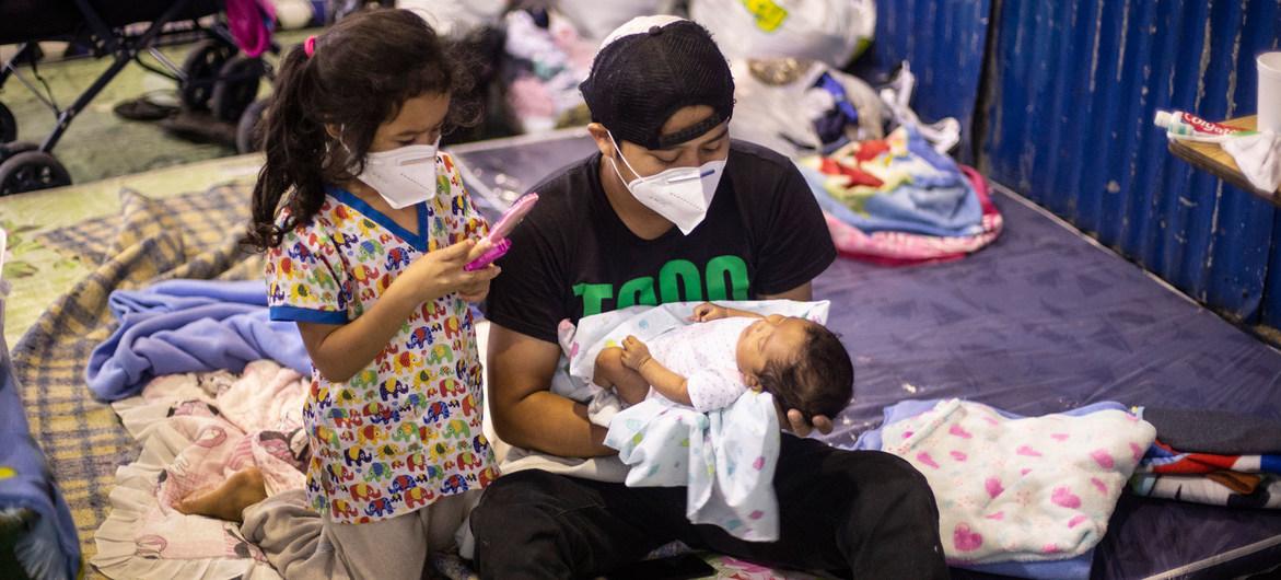 Miles de personas en El Salvador fueron desplazadas en medio de la pandemia de coronavirus.