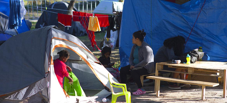 Solicitantes de asilo en el campamento de Matamoros, en México, a la espera de sus audiencias de inmigración.