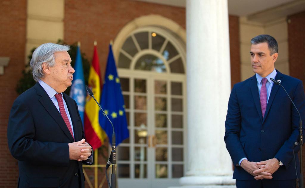 El Secretario General de la ONU (a la izquierda) con el presidente del Gobierno de España, Pedro Sánchez.