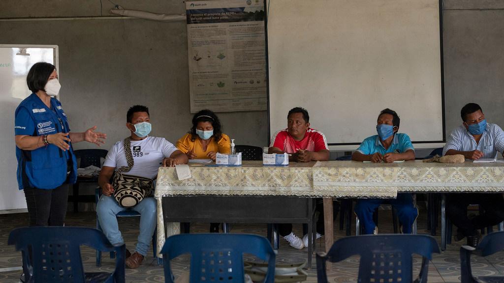 La OPS junto con los líderes de las comunidades indígenas del Amazonas ha puesto en marcha una iniciativa para que los 2500 habitantes que están en el territorio puedan tomar decisiones bien informadas que les permitan salvar sus vidas.