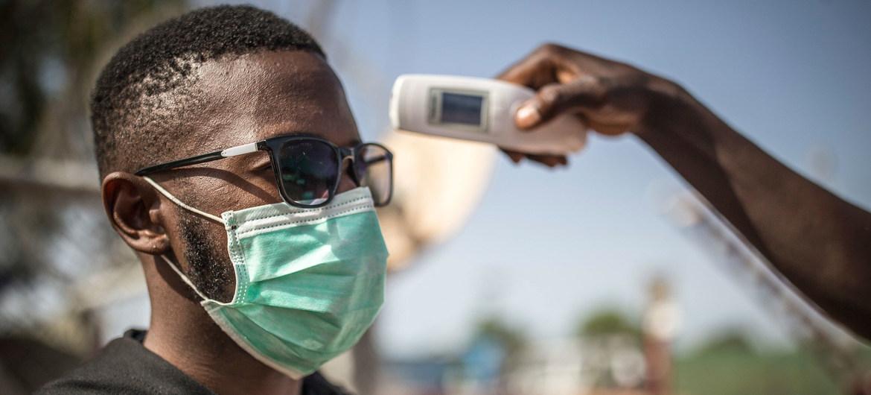 Revisión de un hombre posiblemente infectado de COVID-19 en Mali.