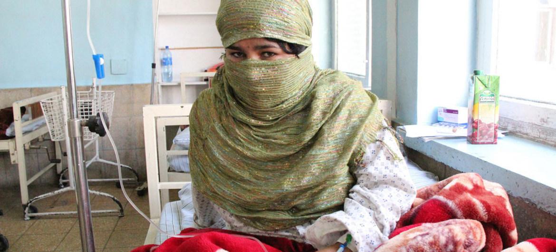 Mujer afgana en un centro de salud.