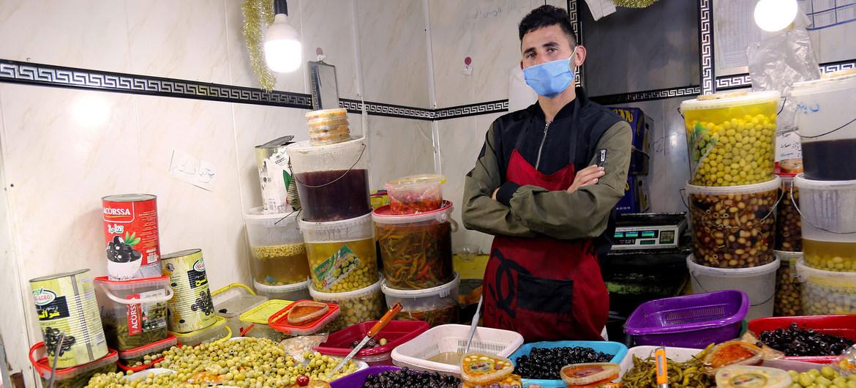 Trabajador del mercado de alimentos de Constantine, Argelia.