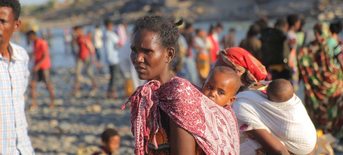 Los refugiados etíopes huyen de los combates en la región de Tigray.