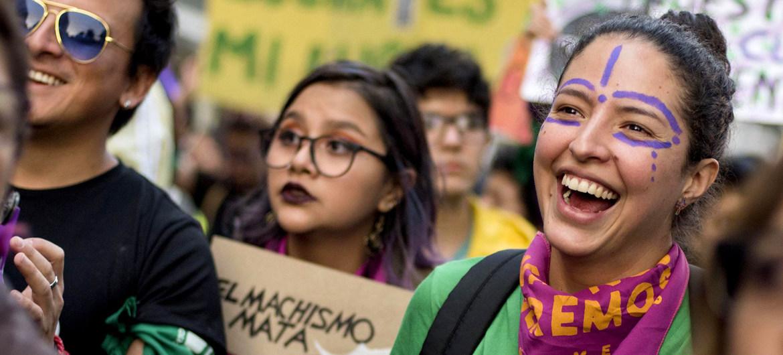 Manifestación en Ecuador a favor de los derechos de las mujeres