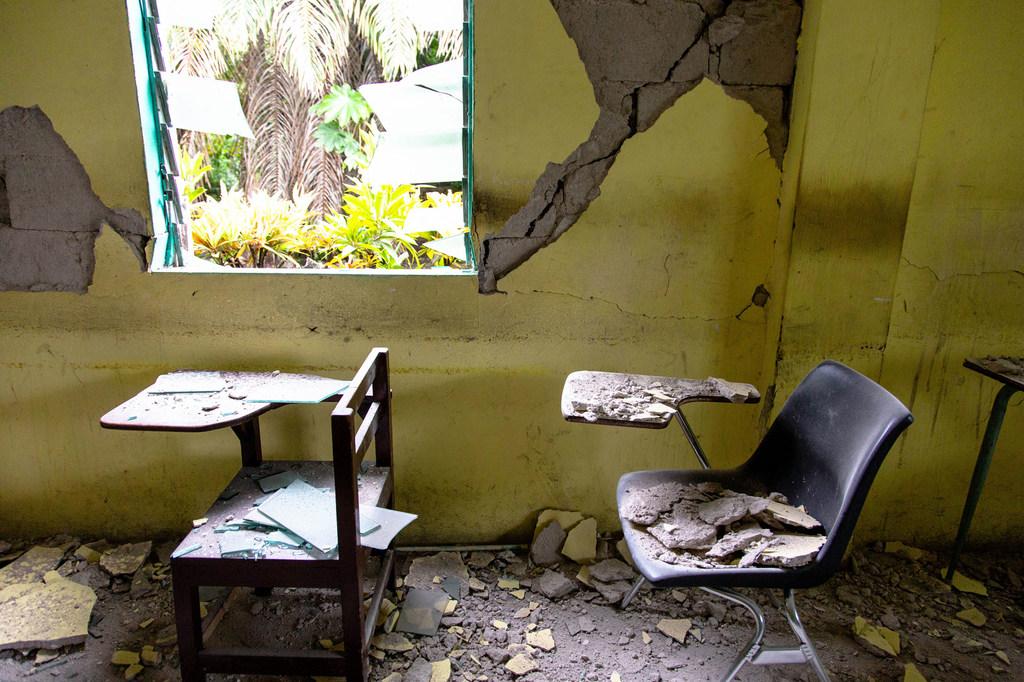 El aula de una escuela en Les Cayes muestra los graves daños sufridos durante el terremoto que sacudió Haití el pasado 14 de agosto.
