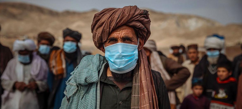 Más de cinco millones de afganos son desplazados internos, incluidas estas familias en la ciudad de Herat.