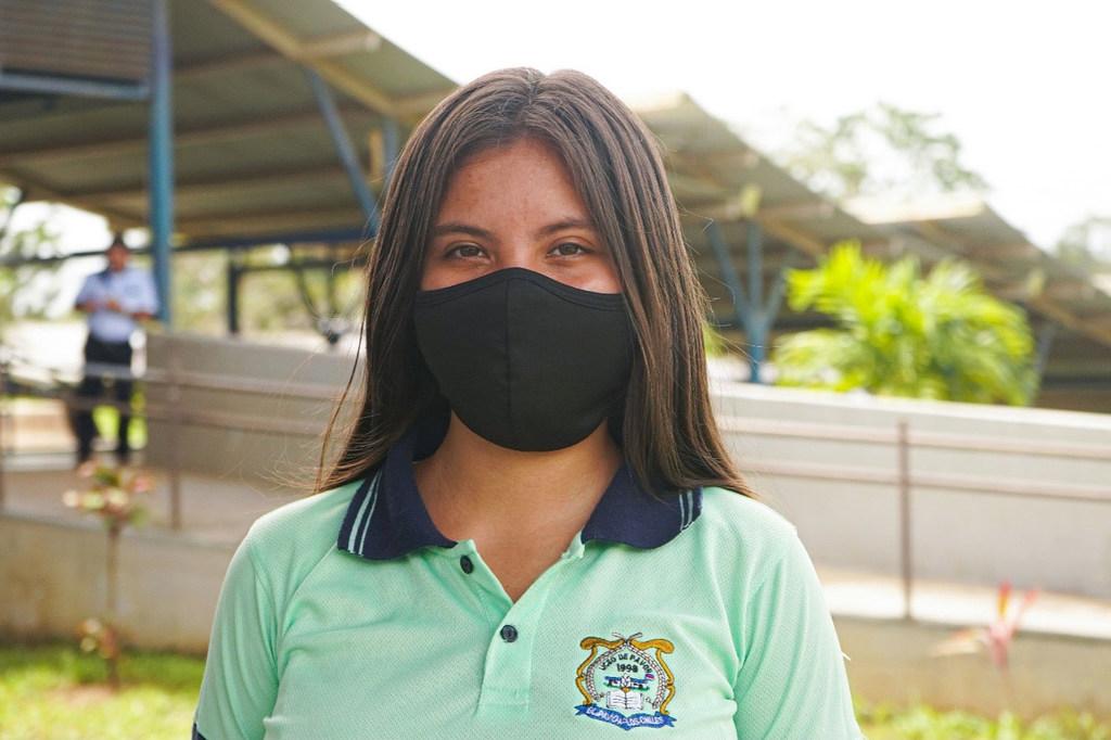 Kattia Mungía, costarricense de 17 años, quiere ser diseñadora gráfica en el futuro. Para ella, tener acceso a las tecnologías es esencial para poder hacer realidad su sueño.