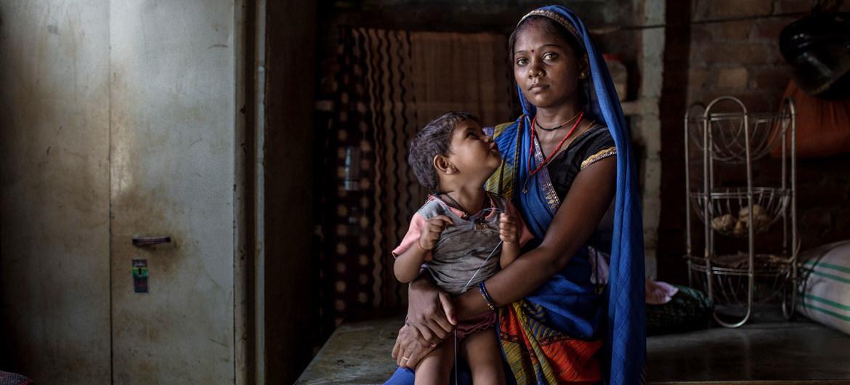 En India, cinco de cada personas en pobreza multidimensional pertenecían a tribus o castas más bajas.