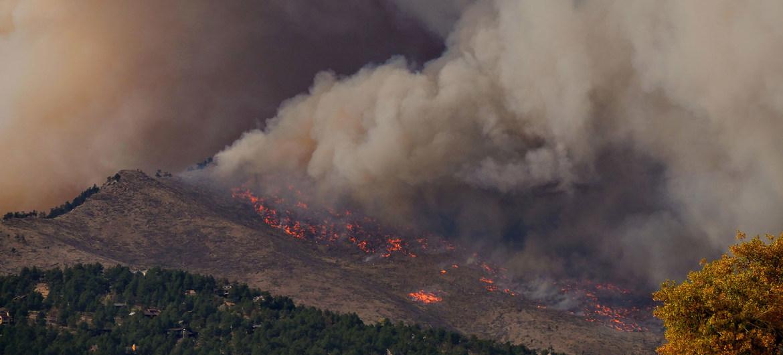 El humo de los grandes incendios en Estados Unidos ha generado problemas para la calidad del aire y la salud en puntos alejados del país.